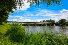 Γέφυρα χάλυβα πέρα από τον ποταμό Labe σε Litomerice Στοκ Φωτογραφίες