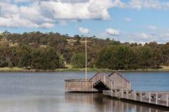 Γέφυρα όχθεων της λίμνης Στοκ εικόνα με δικαίωμα ελεύθερης χρήσης