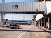 Γέφυρα Aero ή jetway στον αερολιμένα στοκ εικόνες