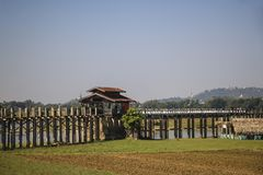 Γέφυρα Amarapura, το Μιανμάρ Βιρμανία του U bein Στοκ Φωτογραφία