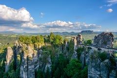 Γέφυρα Bastei στη Γερμανία, Σαξωνία Εθνικό πάρκο σαξονική Ελβετία στοκ εικόνες με δικαίωμα ελεύθερης χρήσης