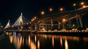 Γέφυρα Bhumibol με την αντανάκλαση τη νύχτα στη Μπανγκόκ Στοκ εικόνες με δικαίωμα ελεύθερης χρήσης