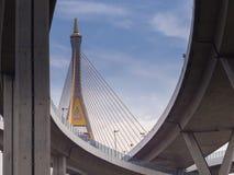 Γέφυρα Bhumibol πέρα από τον ποταμό Στοκ Φωτογραφία