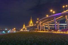 Γέφυρα Bhumibol πέρα από τον ποταμό Cho Phraya στοκ εικόνες