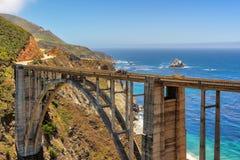 Γέφυρα Bixby στην εθνική οδό 1, στην ακτή Καλιφόρνιας, τη μεγάλη περιοχή Sur Στοκ φωτογραφίες με δικαίωμα ελεύθερης χρήσης