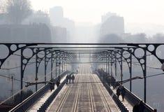 Γέφυρα, brig, υπερυψωμένο μονοπάτι, άπειρος, ατελείωτος, απεριόριστος, απαρεμφατικός, ilimitable, υδρονέφωση, ομίχλη, ελαφριά ομί Στοκ Φωτογραφίες
