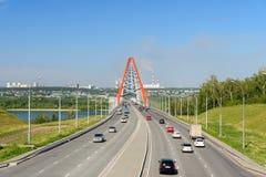 Γέφυρα Bugrinsky πέρα από τον ποταμό Ob στο Novosibirsk, Ρωσία στοκ φωτογραφία με δικαίωμα ελεύθερης χρήσης