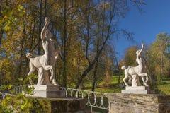 Γέφυρα Centaurs Pavlovsk στο πάρκο, Άγιος Πετρούπολη, Ρωσία στοκ φωτογραφία με δικαίωμα ελεύθερης χρήσης