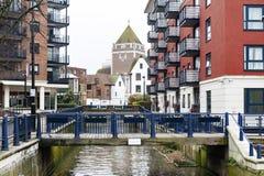 Γέφυρα Clattern πέρα από το Hogsmill, ένας παραπόταμος του ποταμού Τάμεσης, στην πόλη του Κίνγκστον επάνω στον Τάμεση, Αγγλία Στοκ Φωτογραφίες