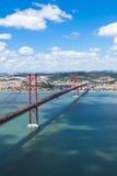 γέφυρα 25 de Abril (Απρίλιος) στη Λισσαβώνα - την Πορτογαλία Στοκ Φωτογραφία