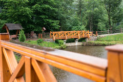 Γέφυρα Derevyanny στη βροχερή ημέρα Στοκ εικόνες με δικαίωμα ελεύθερης χρήσης