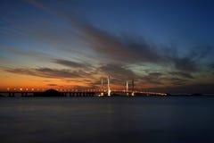 Γέφυρα Donghai στην πυράκτωση ηλιοβασιλέματος Στοκ εικόνες με δικαίωμα ελεύθερης χρήσης