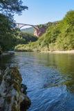 Γέφυρα Dzhurdzhevich - συγκεκριμένη γέφυρα αψίδων πέρα από τον ποταμό Tara στη βόρεια περιοχή του Μαυροβουνίου στοκ εικόνες
