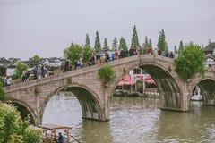 Γέφυρα Fangsheng στην αρχαία πόλη Zhujiajiao, Κίνα Στοκ Εικόνα