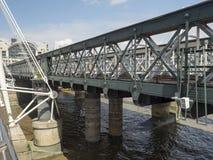 Γέφυρα Hungerford και χρυσές γέφυρες ιωβηλαίου, Λονδίνο Στοκ Φωτογραφίες