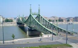 Γέφυρα Indipendence πέρα από τον ποταμό Δούναβη, Βουδαπέστη Στοκ εικόνα με δικαίωμα ελεύθερης χρήσης