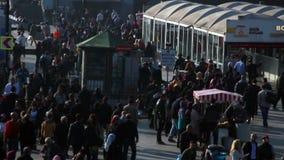 Γέφυρα Istanbulnight/eminönà ¼/το Δεκέμβριο του 2015 ανθρώπων απόθεμα βίντεο
