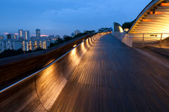 Γέφυρα LIT dusk Στοκ φωτογραφία με δικαίωμα ελεύθερης χρήσης