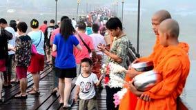 Γέφυρα Mon σε Sangkha Buri Kanchanaburi, Ταϊλάνδη απόθεμα βίντεο