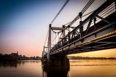 Γέφυρα Montjean κατά μήκος του ποταμού της Loire στοκ φωτογραφία με δικαίωμα ελεύθερης χρήσης