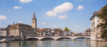 Γέφυρα Munsterbrucke στην πόλη της Ζυρίχης, Ελβετία Στοκ εικόνες με δικαίωμα ελεύθερης χρήσης