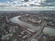 Γέφυρα Novospassky, πανόραμα ποταμών της Μόσχας της Μόσχας, Ρωσία Δαχτυλίδι Sadovoe Εναέρια άποψη κηφήνων στοκ εικόνες