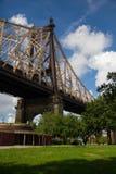 Γέφυρα Queensboro στο πάρκο Στοκ εικόνες με δικαίωμα ελεύθερης χρήσης