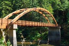Γέφυρα Tioga πέρα από τον ποταμό βόρειου Umpqua στοκ φωτογραφίες