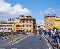 Γέφυρα Trinita Santa πέρα από τον ποταμό Arno στην πόλη της Φλωρεντίας - της ΦΛΩΡΕΝΤΙΑΣ/της ΙΤΑΛΙΑΣ - 12 Σεπτεμβρίου 2017 Στοκ φωτογραφία με δικαίωμα ελεύθερης χρήσης