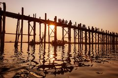 Γέφυρα Ubein στην ανατολή, Mandalay, το Μιανμάρ Στοκ φωτογραφία με δικαίωμα ελεύθερης χρήσης