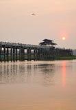 Γέφυρα Ubein στην ανατολή στο Mandalay, το Μιανμάρ Στοκ φωτογραφία με δικαίωμα ελεύθερης χρήσης