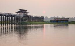 Γέφυρα Ubein στο ηλιοβασίλεμα στο Μιανμάρ Στοκ εικόνες με δικαίωμα ελεύθερης χρήσης
