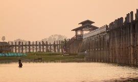 Γέφυρα Ubein στο ηλιοβασίλεμα στο Μιανμάρ Στοκ εικόνα με δικαίωμα ελεύθερης χρήσης