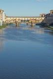 Γέφυρα Vecchio πέρα από τον ποταμό Arno στη Φλωρεντία (Ιταλία) Στοκ φωτογραφίες με δικαίωμα ελεύθερης χρήσης