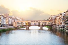Γέφυρα Vecchio Ponte και ο ποταμός Arno στη Φλωρεντία στοκ φωτογραφία με δικαίωμα ελεύθερης χρήσης