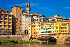 Γέφυρα Vecchio Ponte και προκυμαία ποταμών Arno της άποψης της Φλωρεντίας στοκ εικόνες με δικαίωμα ελεύθερης χρήσης