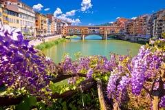 Γέφυρα Vecchio Ponte και προκυμαία ποταμών Arno της άποψης της Φλωρεντίας στοκ εικόνες
