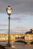 Γέφυρα Vecchio Ponte και Lamppost, Φλωρεντία Στοκ Φωτογραφίες
