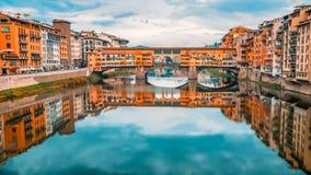Γέφυρα Vecchio Ponte πέρα από τον ποταμό Arno στη Φλωρεντία, Ιταλία στοκ εικόνες