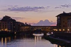 Γέφυρα Vecchio Ponte στη Φλωρεντία στο λυκόφως Στοκ Εικόνες