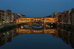 Γέφυρα Vecchio Ponte στη Φλωρεντία τη νύχτα, Ιταλία Στοκ εικόνες με δικαίωμα ελεύθερης χρήσης