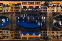 Γέφυρα Vecchio Ponte στη Φλωρεντία τη νύχτα, Ιταλία Στοκ φωτογραφία με δικαίωμα ελεύθερης χρήσης