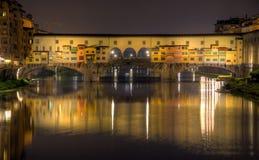 Γέφυρα Vecchio Ponte τη νύχτα Στοκ Φωτογραφίες