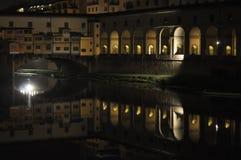 Γέφυρα Vecchio Ponte, Φλωρεντία, Ιταλία τη νύχτα Στοκ φωτογραφία με δικαίωμα ελεύθερης χρήσης