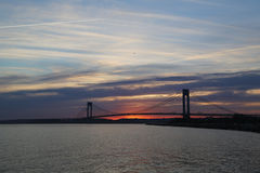 Γέφυρα Verrazano στο ηλιοβασίλεμα στη Νέα Υόρκη Στοκ Φωτογραφίες
