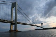 Γέφυρα Verrazano στο σούρουπο στη Νέα Υόρκη Στοκ εικόνα με δικαίωμα ελεύθερης χρήσης