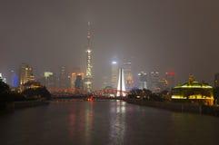 Γέφυρα Waibaidu και ορίζοντας της Σαγκάη Στοκ Φωτογραφία