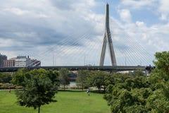Γέφυρα Zakim από το πάρκο Paul Revere στη Βοστώνη Στοκ φωτογραφία με δικαίωμα ελεύθερης χρήσης