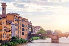 Γέφυρες της Φλωρεντίας πέρα από τον ποταμό Arno Ορόσημα Φλωρεντιών, Τοσκάνη, Ιταλία στοκ εικόνες