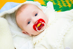 γέλιο μωρών ευτυχής μητέρα μωρών Στοκ Φωτογραφία